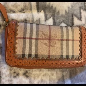 Burberry Vintage Full wallet- excellent condition